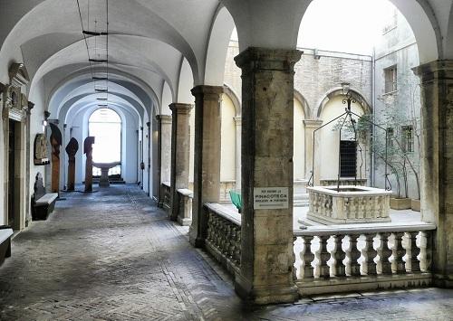 interno.pinacoteca-podesti