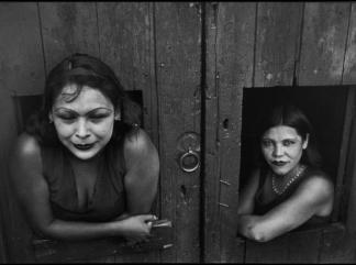 Prostitute.-Calle-Cuauhtemoctzin-Citta-del-Messico-Messico-1934-C-Henri-Cartier-Bresson-324 241